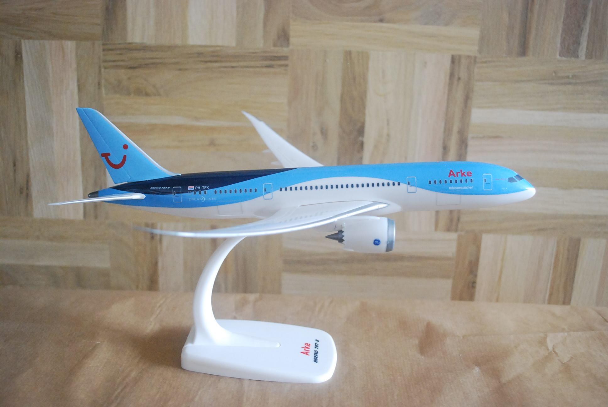 PPC Holland Arke Boeing 787-8 1:200 Dreamliner